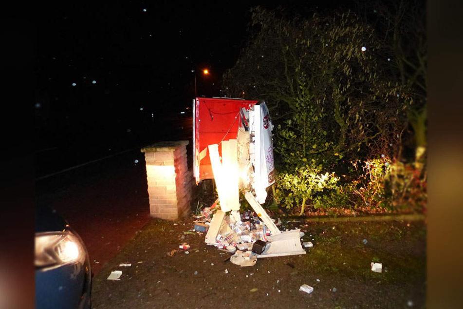 Der Automat wurde völlig zerstört.