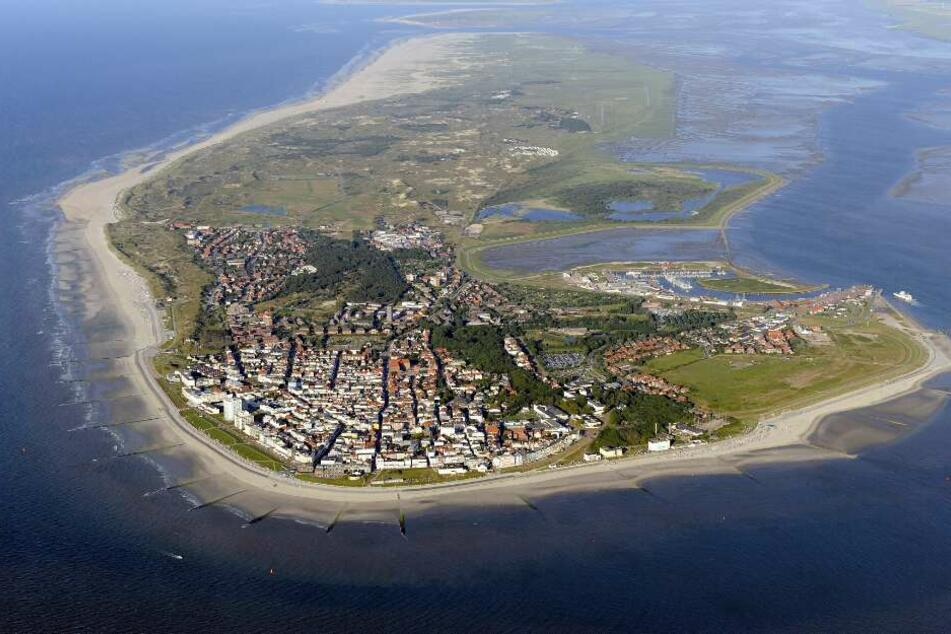 Die Luftaufnahme zeigt die ostfriesische Insel Norderney im Nationalpark Niedersächsisches Wattenmeer.