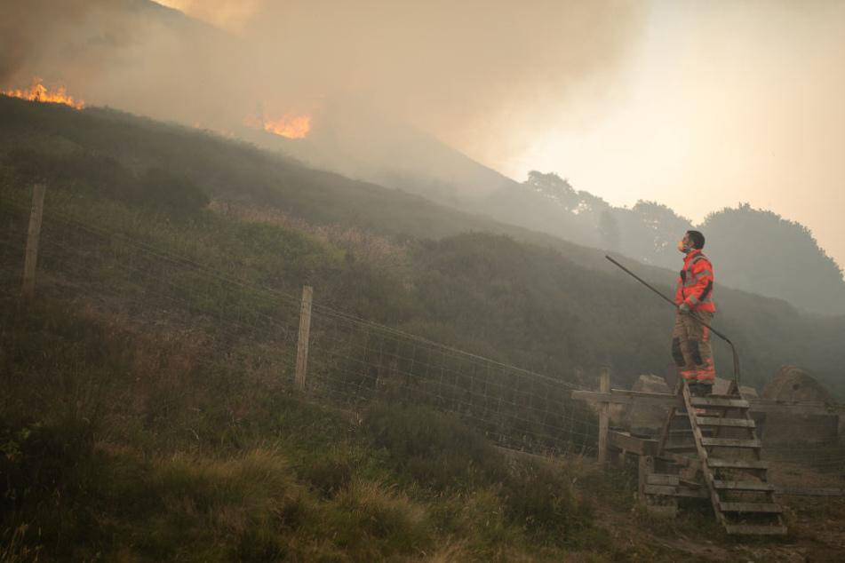 Das Feuer im Saddleworth Moor wütet seit mehreren Tagen. Die genaue Brandursache ist noch unklar.