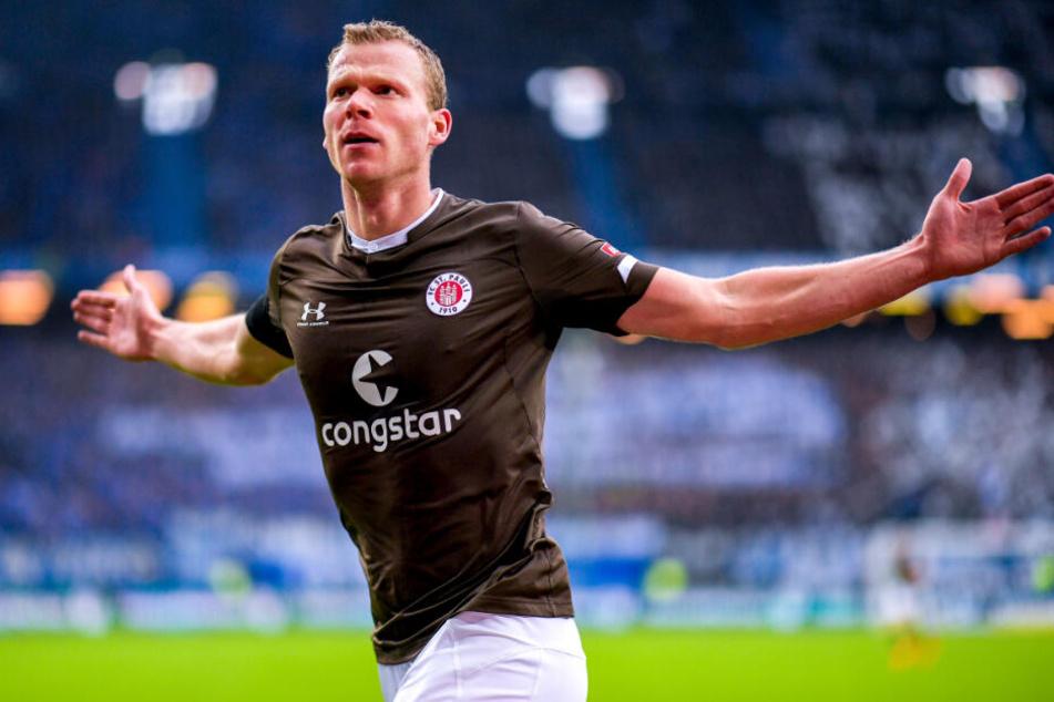 Henk Veerman jubelt über St. Paulis Führungstor.