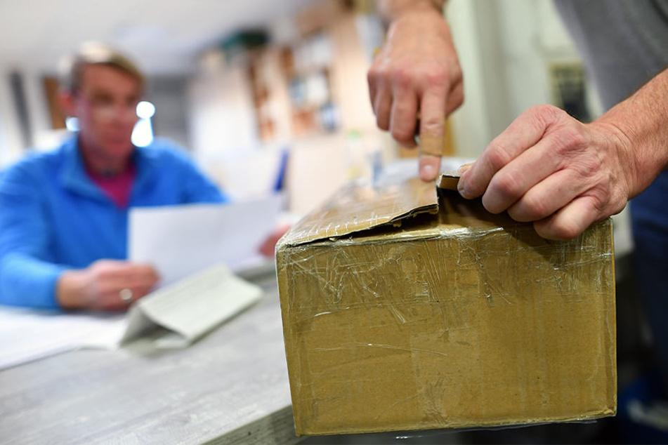 Aus einem Paket in einer Postfiliale in Ense kamen verdächtige Geräusche. (Symbolbild)