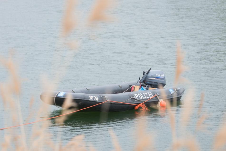 Polizeitaucher fanden die Leiche des 17-Jährigen am Mittwochabend in dem Kiessee bei Lauenburg. (Symbolbild).