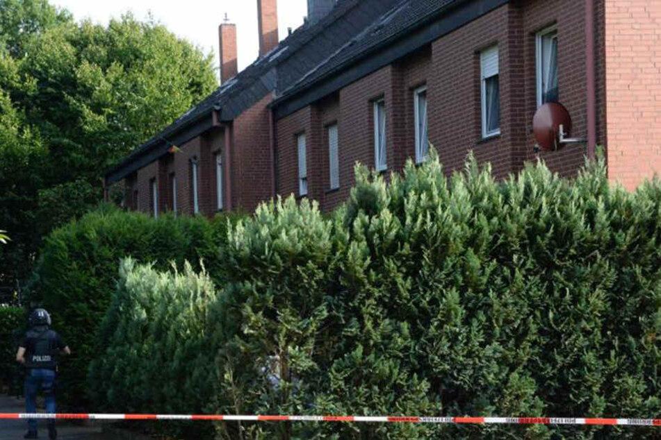 Wohnung voller Waffen: Flüchtiger Mann nach SEK-Einsatz gefasst