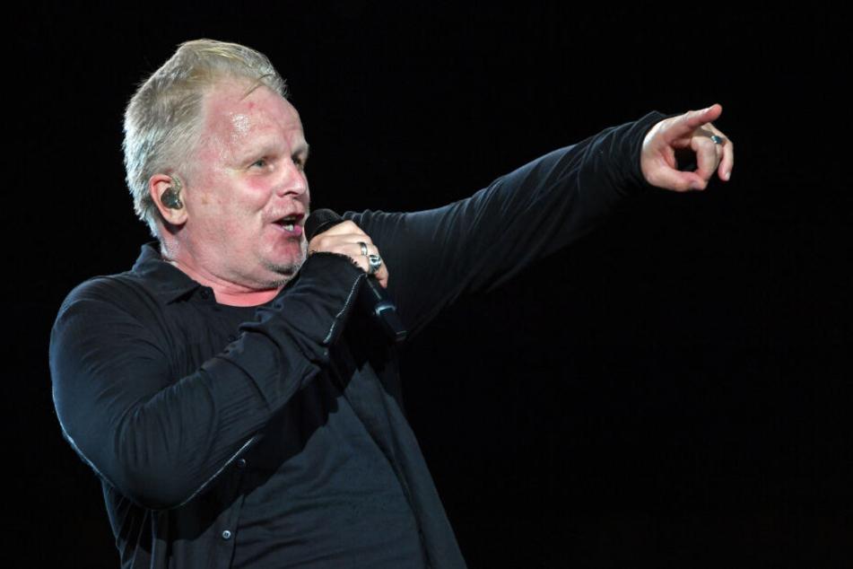 Herbert Grönemeyer singt während eines Auftrittes.