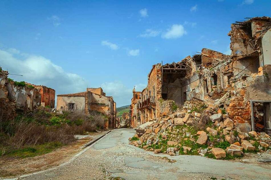 Hier ist die Zeit stehen geblieben: Poggioreale wurde vor über 50 Jahren von einem Erdbeben zerstört.