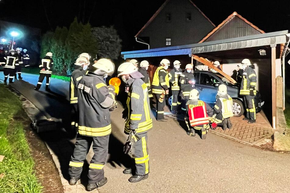Geisterauto kracht in Carport! 12.000 Euro Schaden