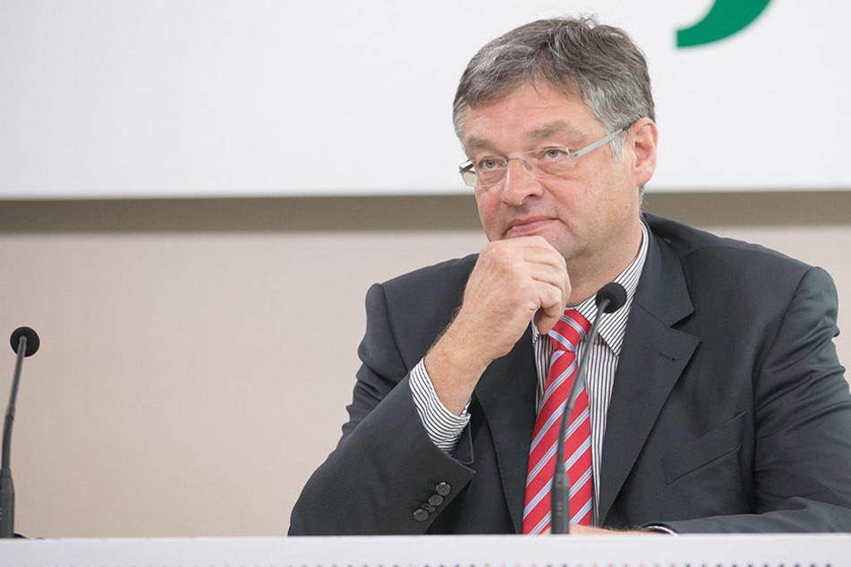 FDP-Chef Holger Zastrow (48) sieht  seine Partei als Alternative für Wähler in der Mitte. In Umfragen liegt sie bei  7 Prozent.