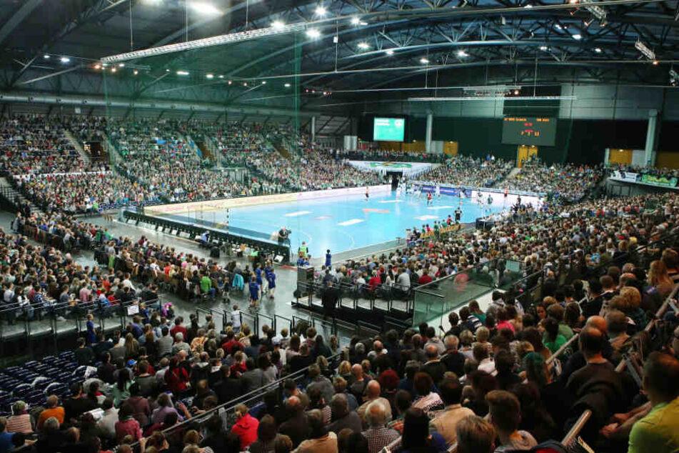 Die brechend volle Arena während des Bundesliga-Spiels der DHfK-Handballer im Dezember 2015.