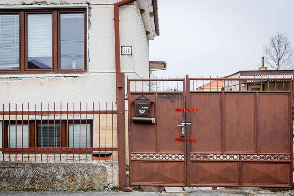 Der Eingang des Hauses, in dem der Investigativ-Journalist Kuciak und seine Verlobte erschossen wurden.
