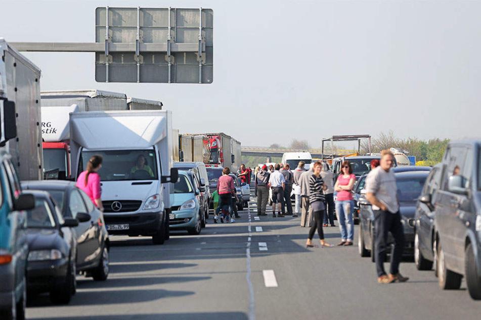 Auf der A14 in Richtung Dresden bildete sich in den frühen Morgenstunden ein langer Stau. (Symbolbild)