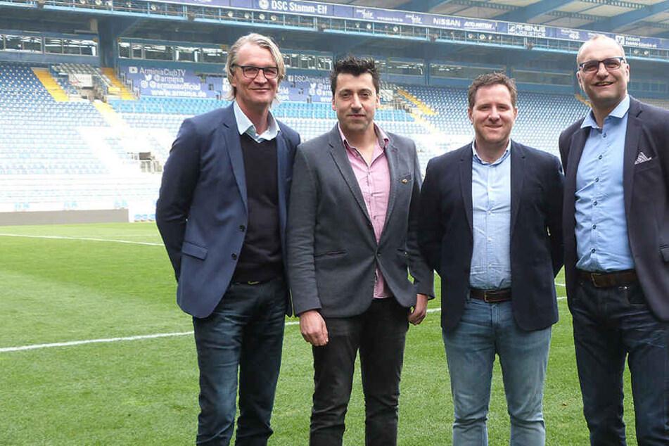 Martin Kollenberg (Lagardère Sports), Alfonso Flores Pena (Joma Sport S.A.), Jorge Parro (Joma Sport S.A.) und Gerrit Meinke (DSC Arminia).