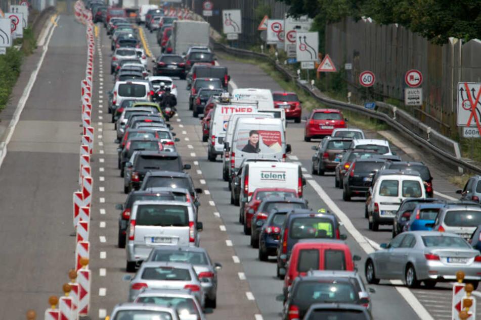 Der Stau in NRW wird immer länger, neue Baustellen könnten das Problem verschlimmern.