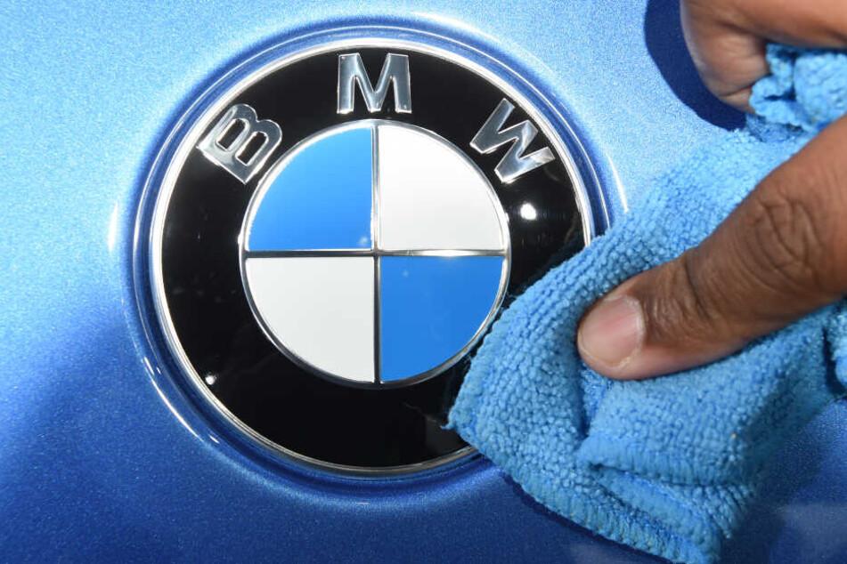 BMW ruft in den USA 184.500 ältere Autos der 3er- und 5er-Reihe und des Sportwagens Z4 wegen Brandgefahr in die Werkstatt.