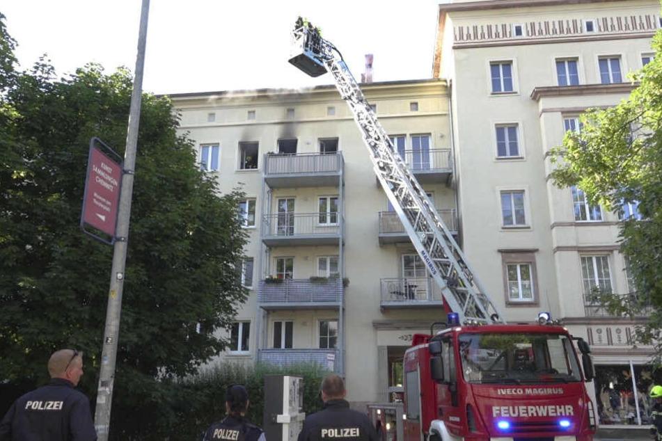Das Feuer brach im Dachgeschoss aus.