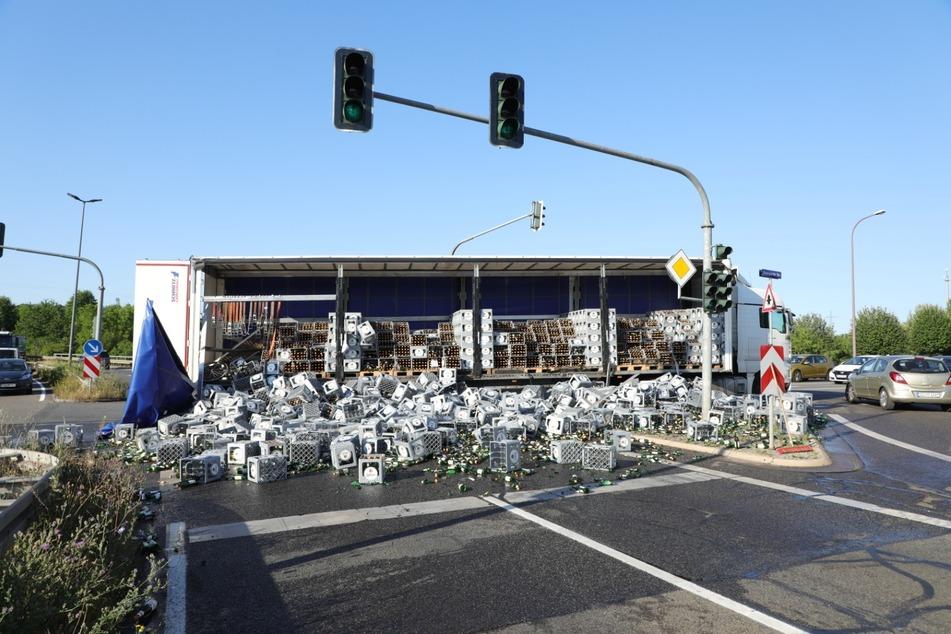 Trauriger Anblick für alle Bierfreunde: Literweise Bier landeten auf der Straße.