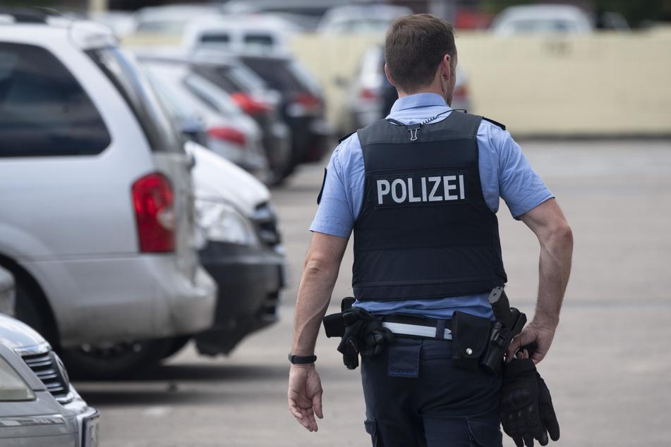 Die Polizisten suchten stundenlang nach dem Tatverdächtigen. (Symbolbild)