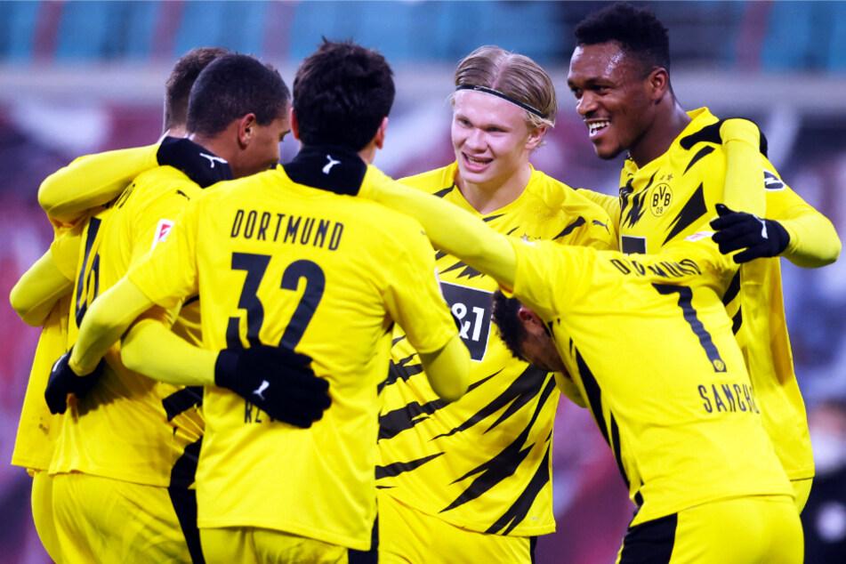 Erling Haaland (3.v.r.) erzielte einen Doppelpack für Dortmund und stellte seine herausragende Klasse ein weiteres Mal unter Beweis.