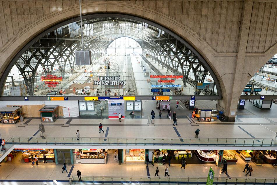Im Leipziger Hauptbahnhof hat ein betrunkener 29-Jähriger mehrere Menschen sexuell belästigt. (Archivbild)