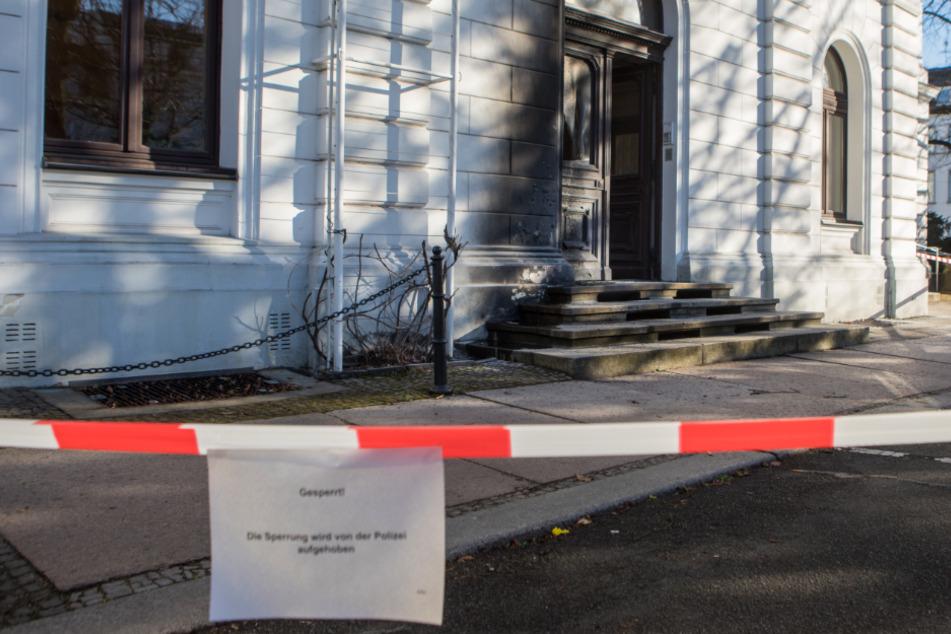 Hamburg: Rathaus gesperrt: Eingang in Brand gesetzt