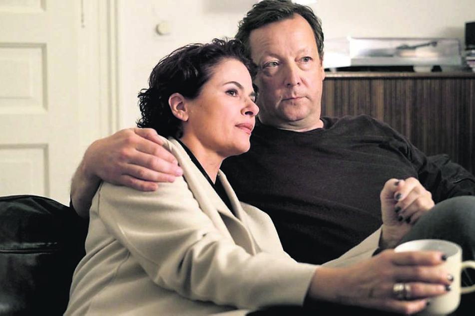 Nach dieser Szene fiel die letzte Klappe: Meuffels und Constanze Hermann (Barbara Auer) kommen sich auf der Couch nochmal näher.