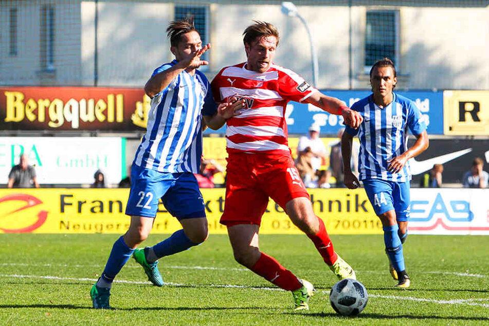 Der FSV Zwickau, hier mit Ronny König (Vorne-Mitte), muss beim Oberligisten FC Eilenburg antreten.