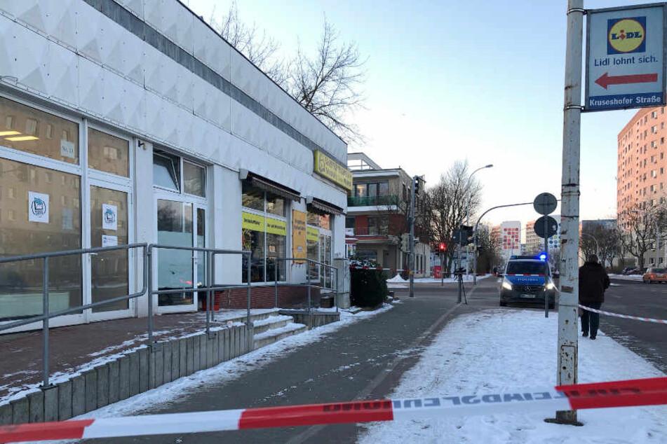 Bei dem Polizeieinsatz in Neubrandenburg ist einer der Einbrecher ums Leben gekommen.