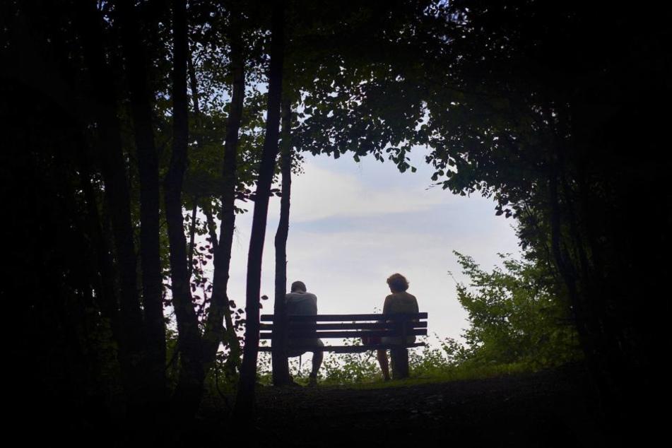 Erst ein organisiertes Treffen in dem Park, wo sie ihr erstes Date hatten, brach sein langes Schweigen