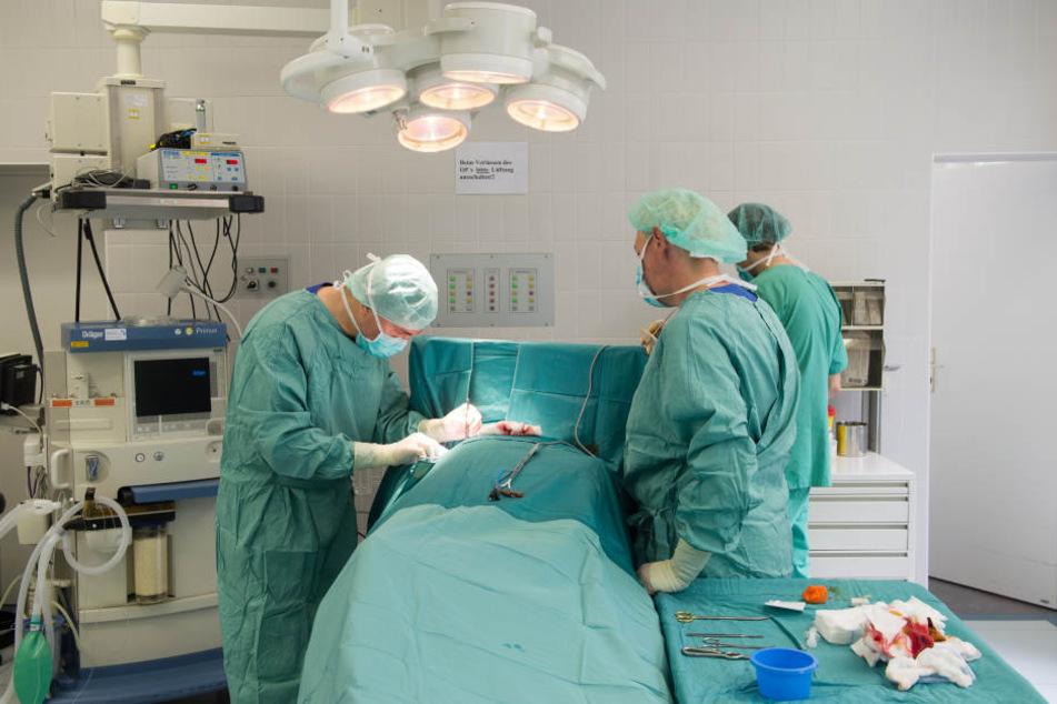 Der Oberarzt soll seine Kollegen daran gehindert haben, den Patienten wiederzubeleben (Symbolbild).