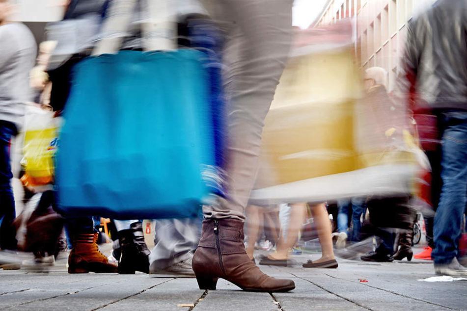 An bis zu zehn Sonntag pro Jahr locken die Geschäfte in Berlin Hunderttausende Kunden in die Läden. (Symbolbild)