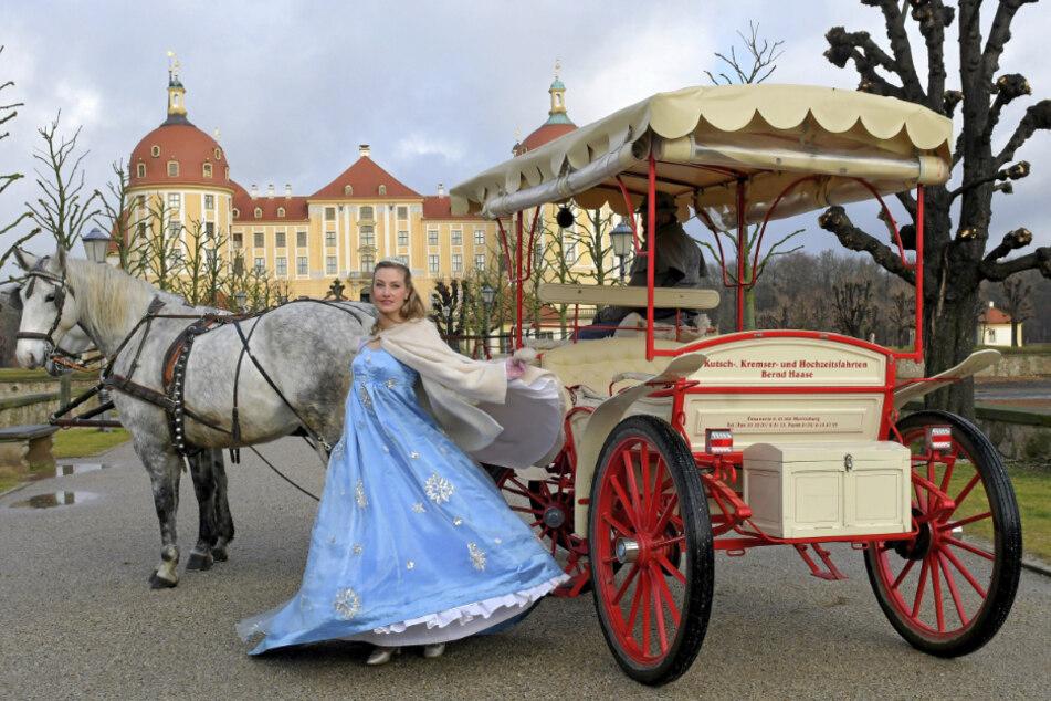 Bis Ende Juli gibt Sandra Maria Huimann das Aschenbrödel am Schloss Moritzburg.
