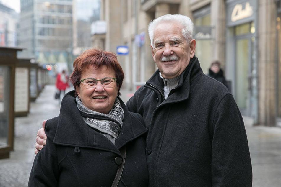 """Gerhard Weiß (81) mit seiner Frau Renate (76): """"Man soll die Frau immer ehren. Wir mochten die offiziellen Feierlichkeiten zum Frauentag zu DDR-Zeiten schon gar nicht. Damit werden wir jetzt auch nicht anfangen."""""""