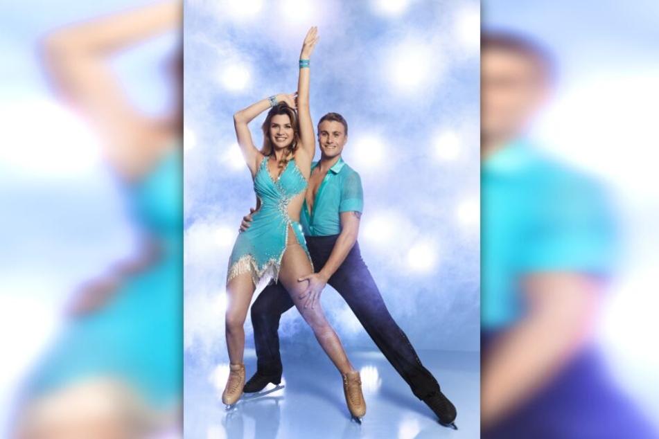 """Nadine Klein (34) kämpft mit Niko Ulanovsky (22) bei """"Dancing on Ice"""" um den Sieg."""