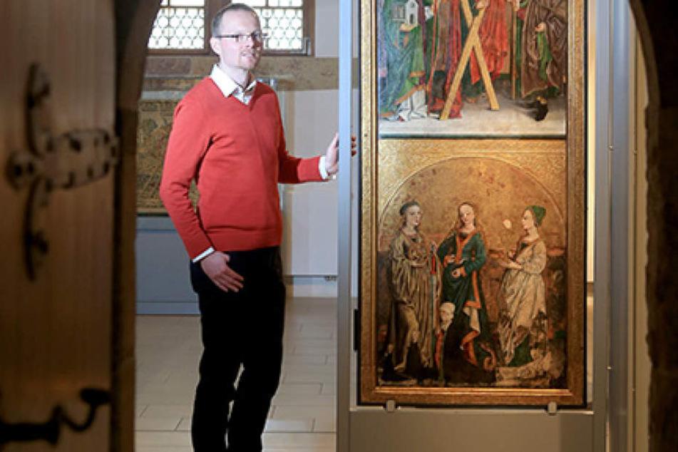 """Dr. Stefan Thiele (35) ist Kurator der Sonderausstellung """"Der neue Glaube und  die Kunst"""", die das Schlossbergmuseum zeigt."""