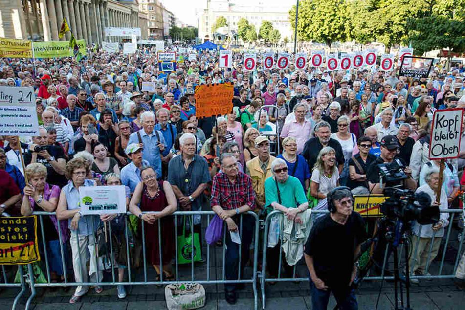 Teilnehmer bei einer Demonstration gegen das Projekt Stuttgart 21