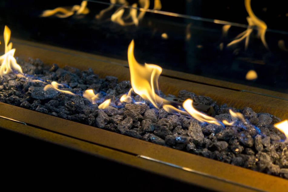 Ethanol-Öfen stellen laut Feuerwehr ein großes Brandrisiko dar, wenn sie unsachgemäß genutzt werden. (Symbolbild)
