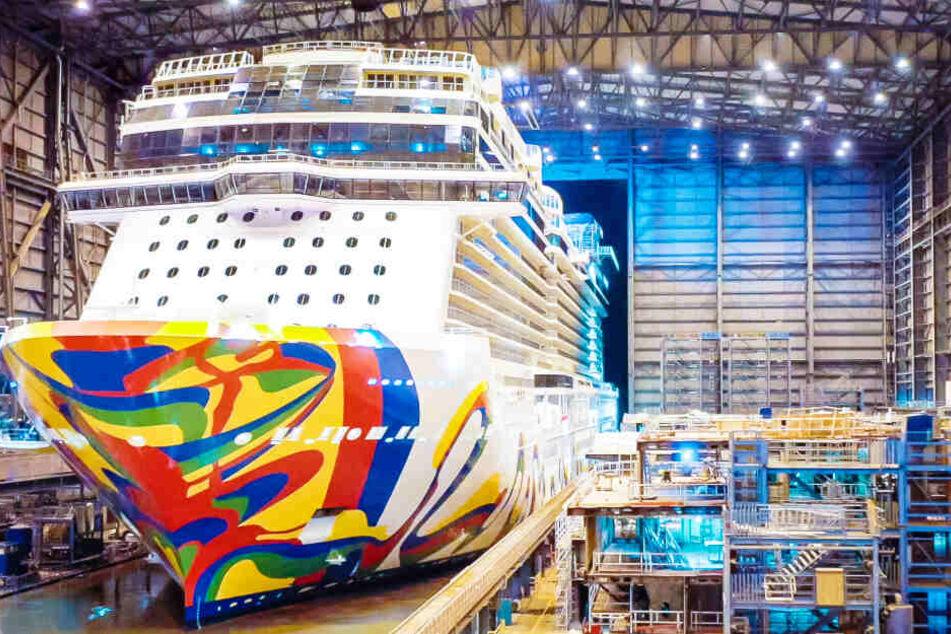 """Das Kreuzfahrtschiff """"Norwegian Encore"""" wurde in der Meyer Werft in Papenburg gebaut."""