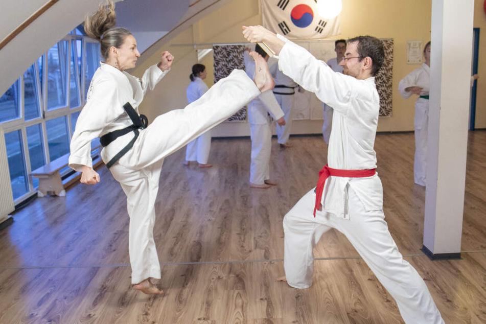 Elisabeth Jahnke (42) beim Training mit Schüler Marcus Bürgel (32).