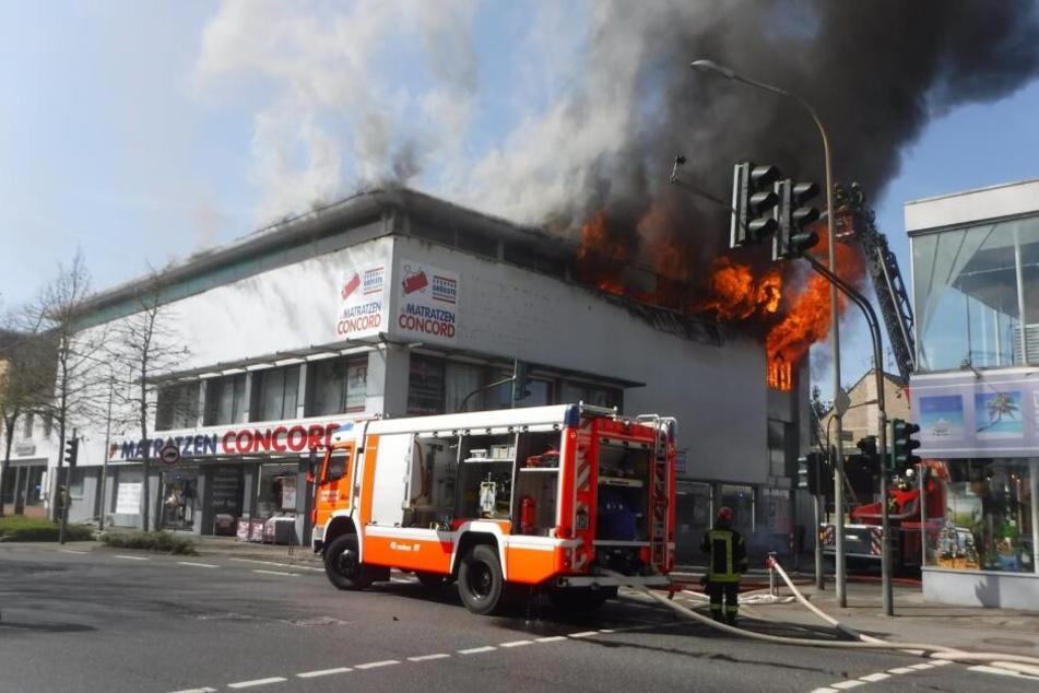 Der Brand brach in einem Dürener Geschäfts- und Wohngebäude aus.