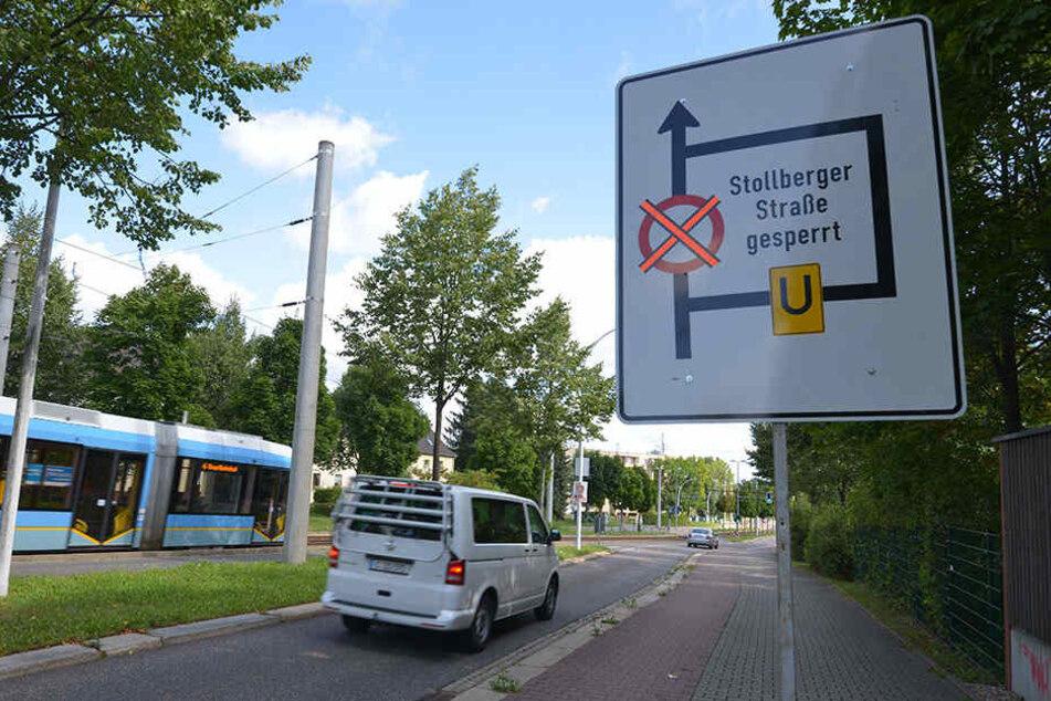 Am Sonntag standen schon die Warnschilder: Auf der Stollberger Straße wird ab heute gebaut.