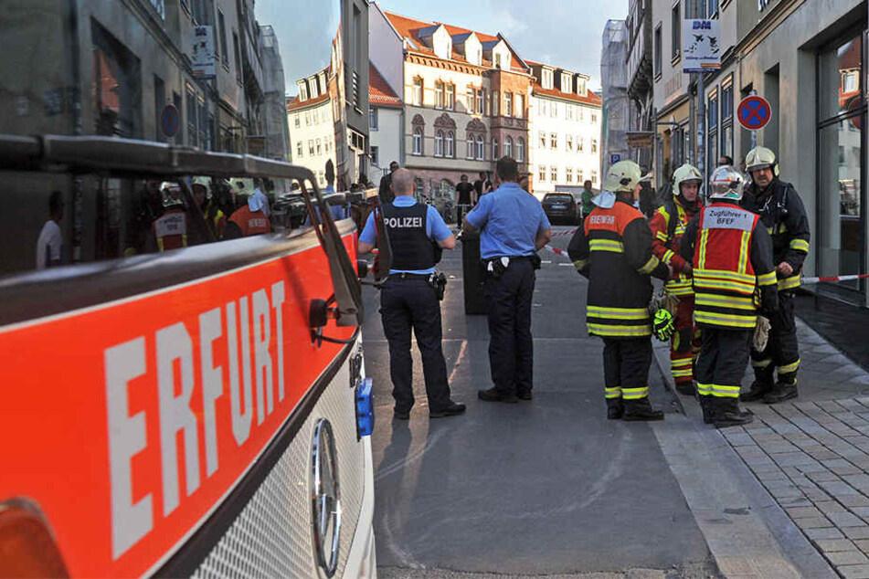 Feuerwehr und Polizei rückten mit einem Großaufgebot am Wenigemarkt an.