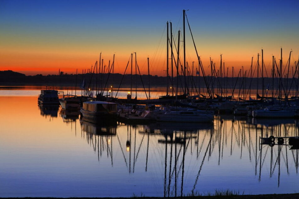 Der Cospudener See überzeugt nicht nur mit seinem guten gastronomischen Angebot, sondern auch durch die Nähe zum Freizeitpark Belantis.