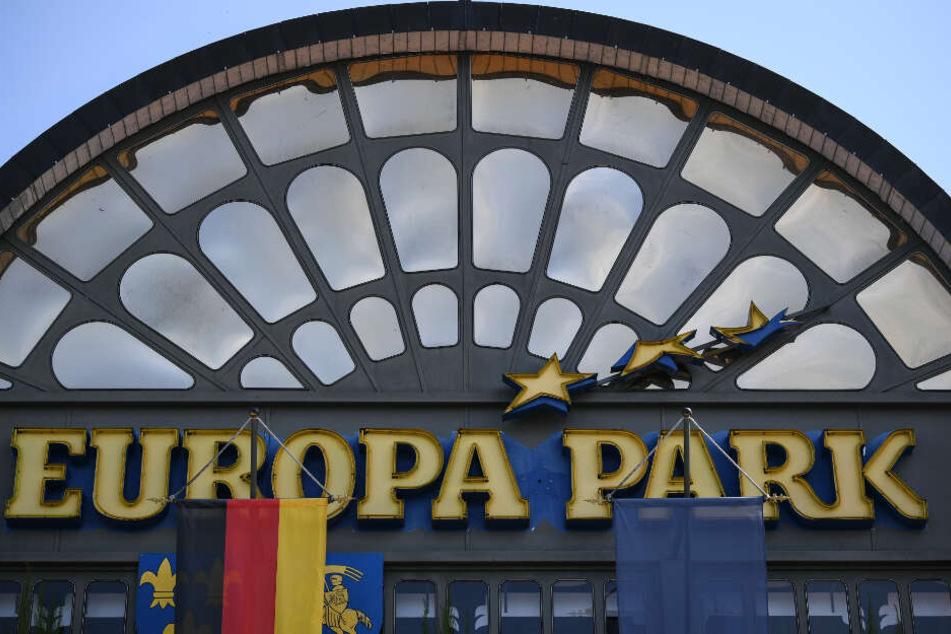Ein Schild am Eingang des Europa Parks.