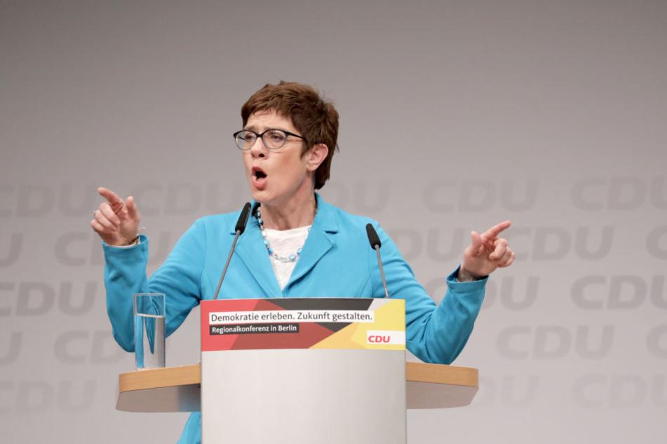 CDU-Generalsekretärin Annegret Kramp-Karrenbauer fordert ein stärkeres Vorgehen gegen die Clankriminalität in deutschen Großstädten.