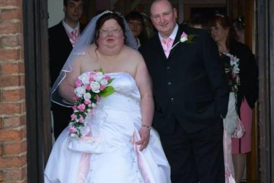 Die Braut zerriss vor Wut ihre Hochzeitsbilder, weil sie sich zu dick fühlte.