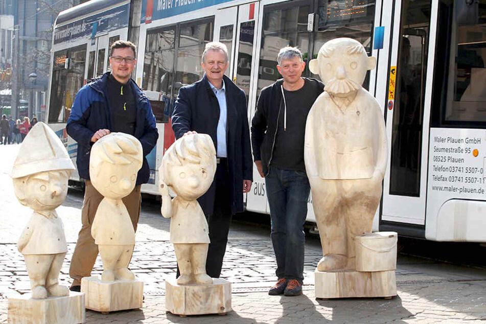 Wollen die Plauener Innenstadt neu beleben: Figuren-Künstler Andre Wolf (v.l.), Stadtwerke-Chef Peter Kober und Holzbildhauermeister Hartmut Rademann.