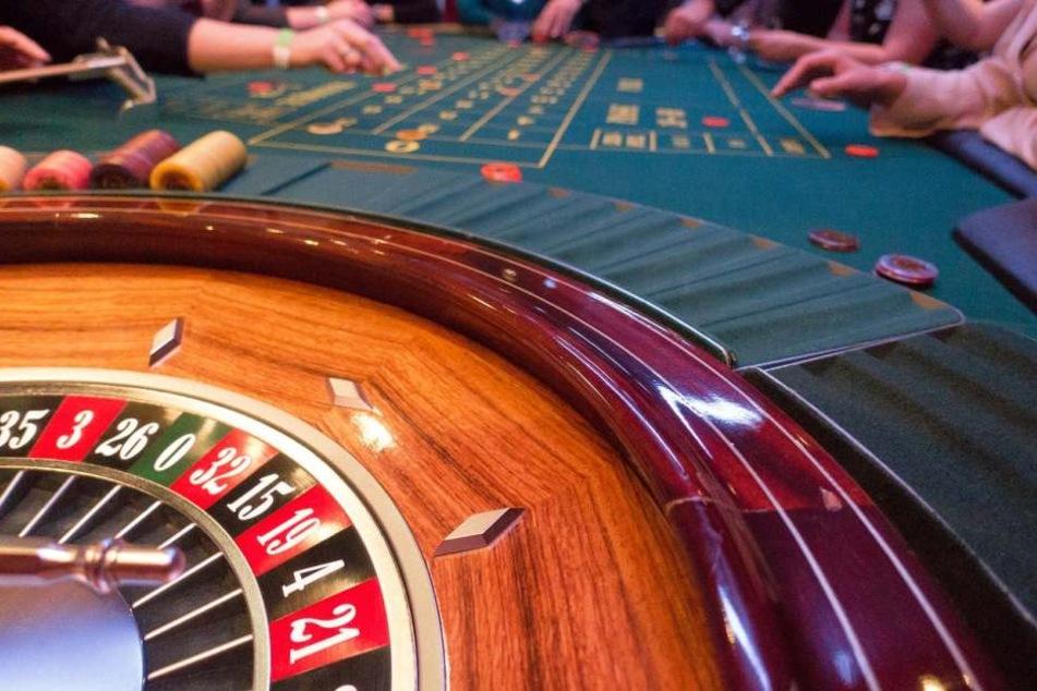 Ideal ist das Zusammenspiel aus Spielhallen und Online-Casinos.