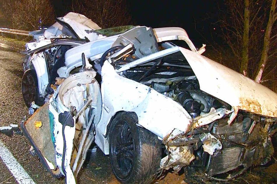 Der Rettungsdienst konnte nichts mehr für den 26-Jährigen tun. Er starb noch an der Unfallstelle.