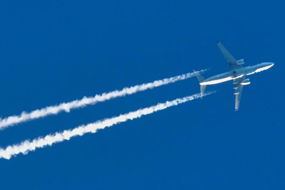 Mitten am Himmel über Los Angeles glauben mehrere Piloten, eine Person mit Raketenrucksack gesichtet zu haben. (Symbolbild)