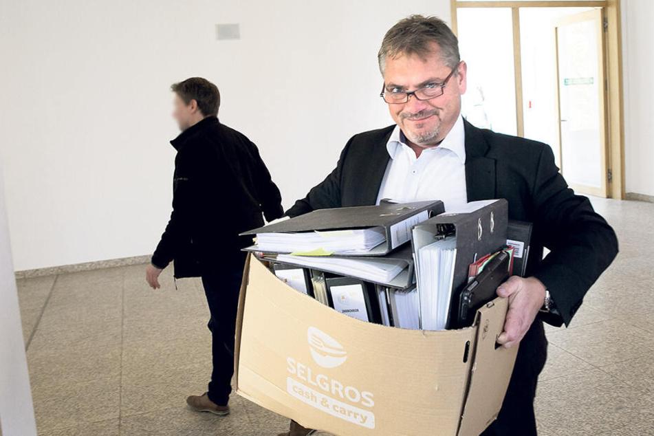 Ungewohnte Rolle: Der Dresdner Rechtsanwalt Frank Hannig (48) brauchte gestern am Amtsgericht selbst einen Verteidiger.