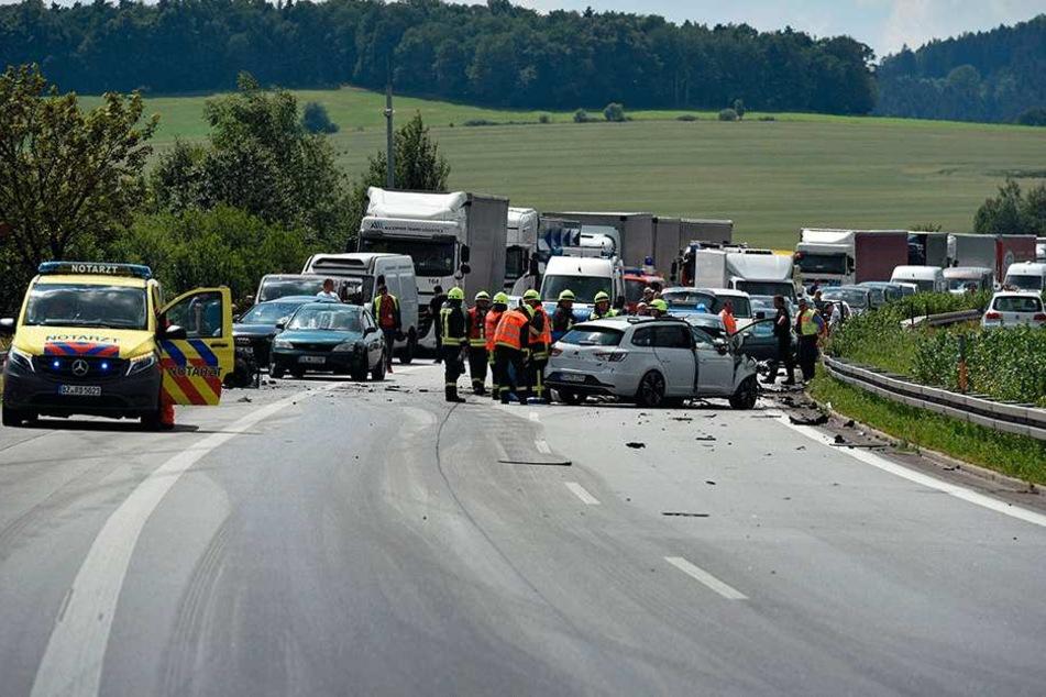 Der Frustpegel steigt: Immer wieder kommt es zu Staus nach Unfällen auf der  Autobahn 4 in Ostsachsen wie hier nahe Burkau.